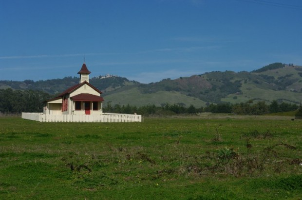 View from the patio: the old schoolhouse for the children of Hearst Castle employees, the mansion is visible in the background.