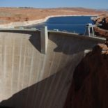 A wider view of the Glen Canyon Dam.